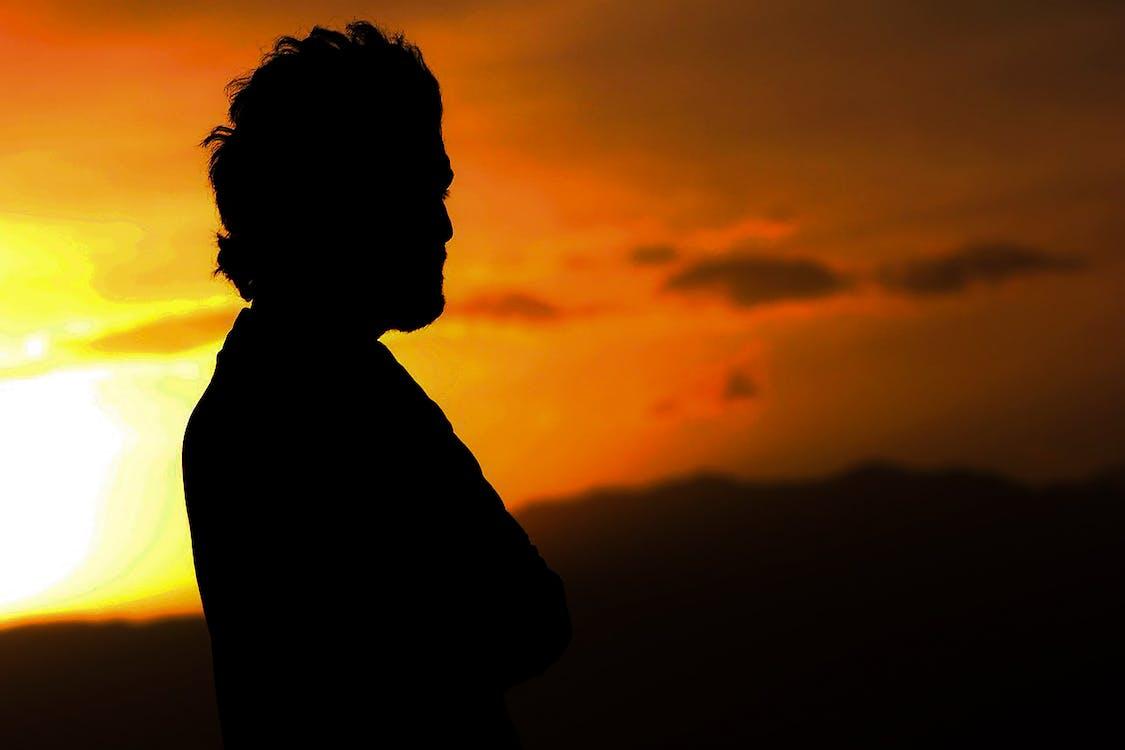 남자의 실루엣 사진