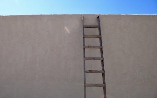 Základová fotografie zdarma na téma modrá obloha, zeď