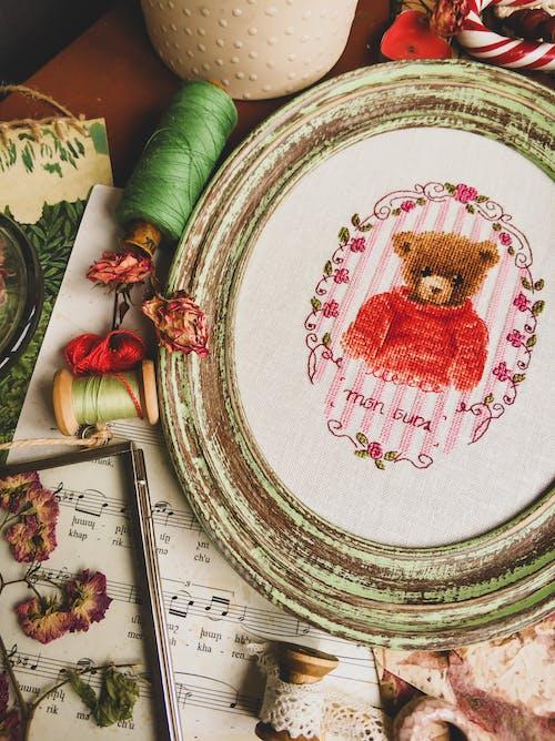 Gratis arkivbilde med ark, blomst, bord