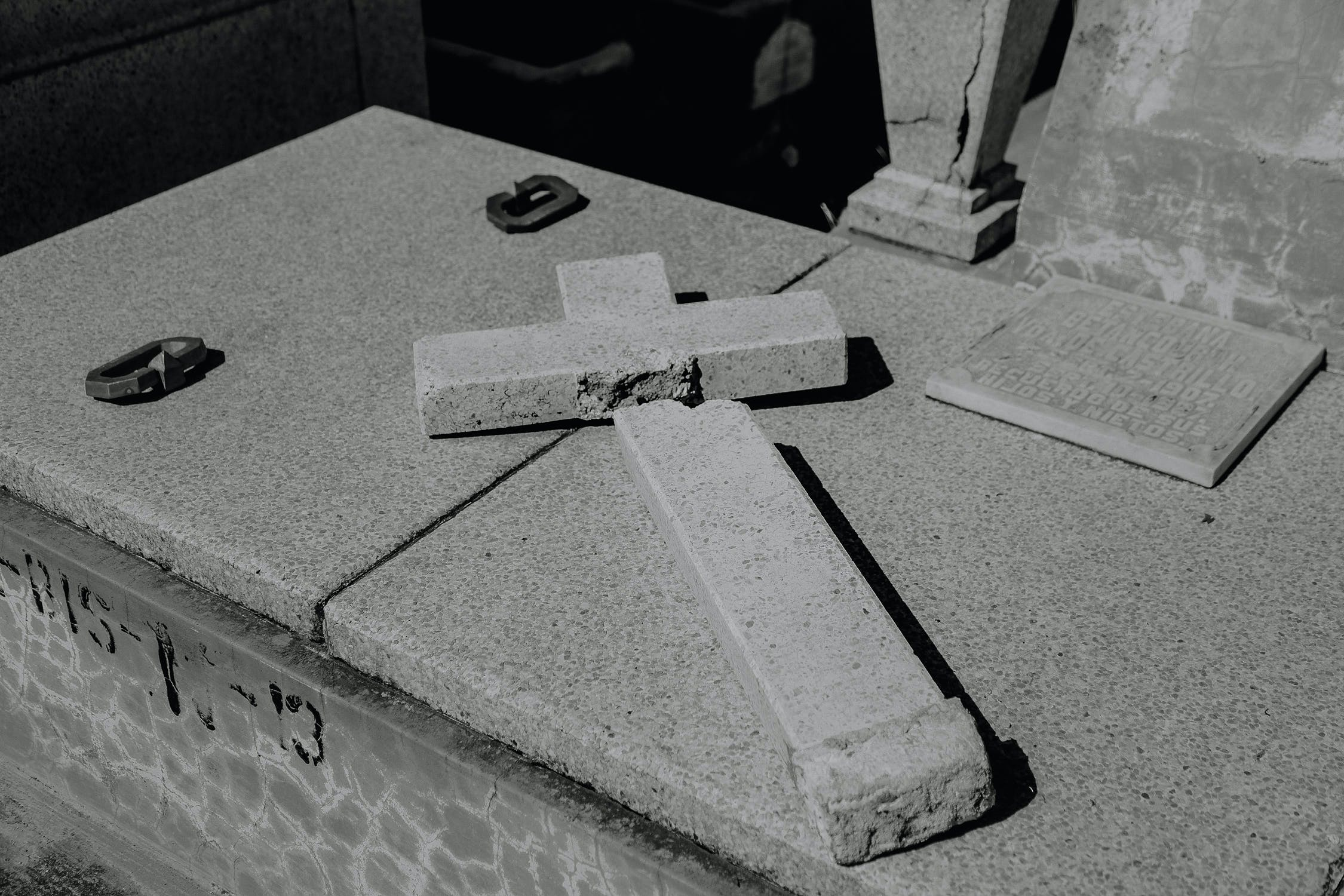Free stock photo of black and white, broken, cross, monumental cemetery