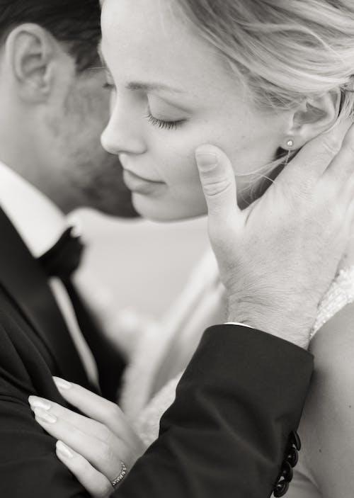 Ingyenes stockfotó álló kép, csókolózás, esküvő témában