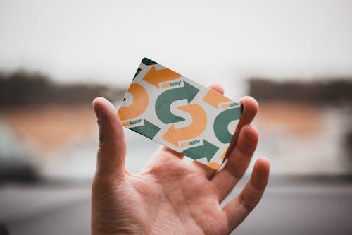 Gratis stockfoto met creditcard, creditkaart, hand