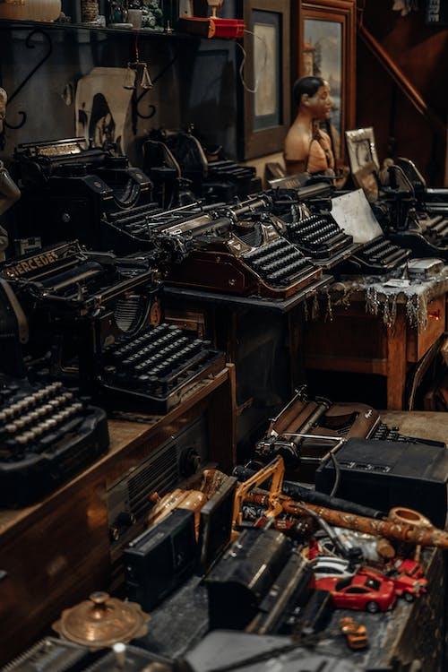 Kostnadsfri bild av mekanisk, skrivmaskin, stilleben