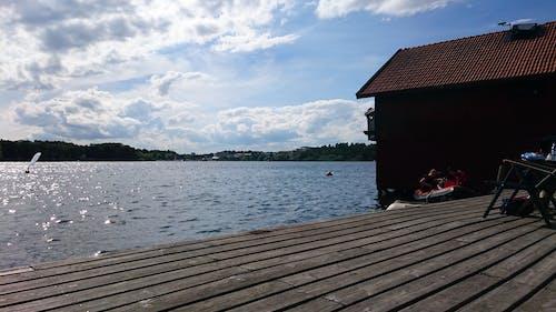 Kostnadsfri bild av båthus, blå himmel, sommar, trä däck