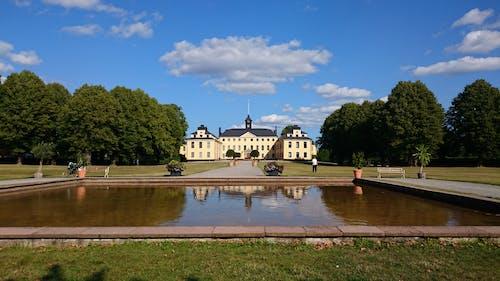Immagine gratuita di castello, cielo azzurro, laghetto
