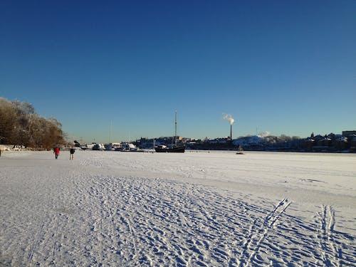 Fotobanka sbezplatnými fotkami na tému kráčajúci ľudia, ľad, zima