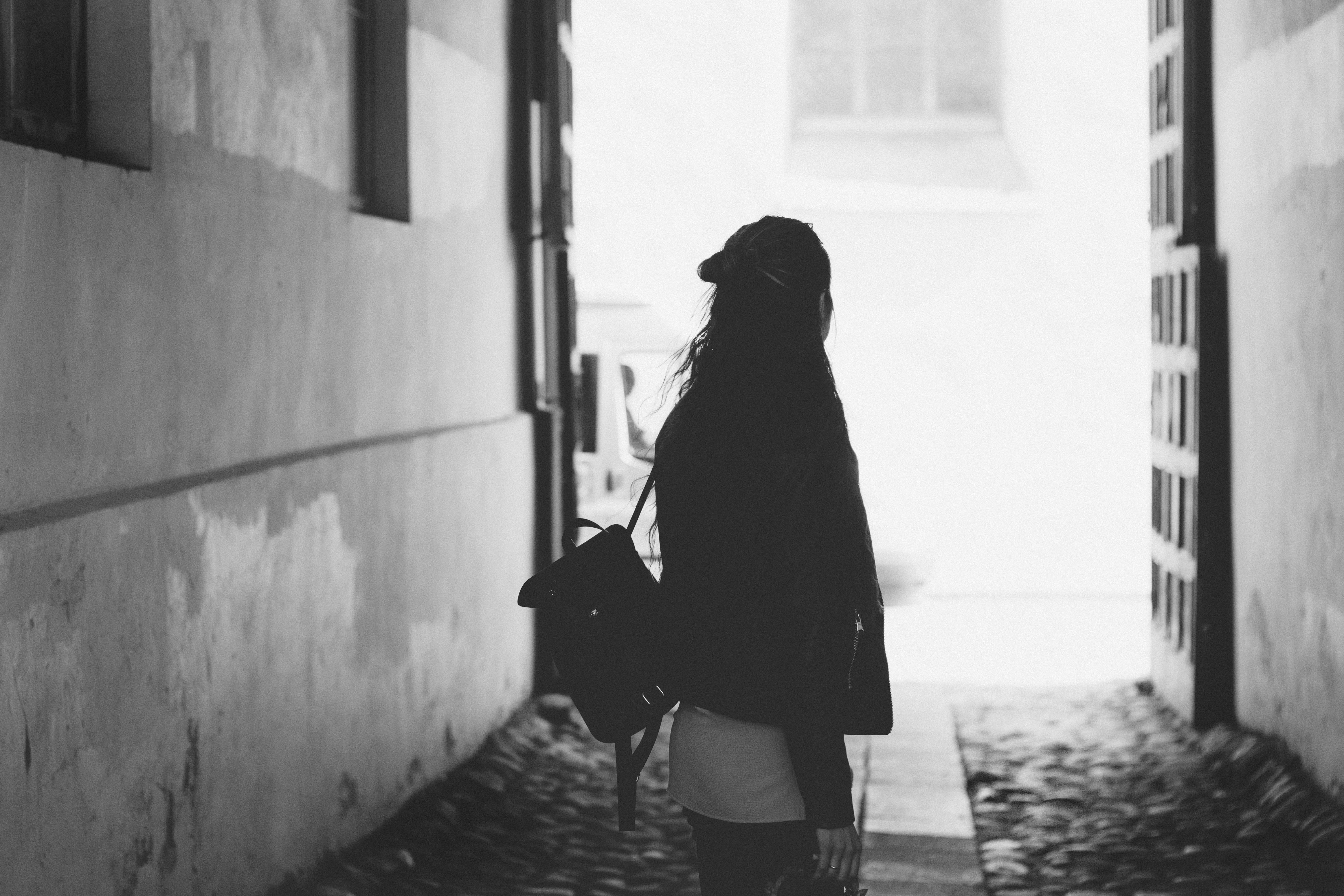 Woman facing back photo · free stock photo