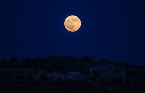 Gratis lagerfoto af aften, astronomi, bygning, fuldmåne