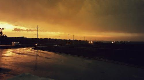 Безкоштовне стокове фото на тему «Захід сонця, після дощу, хмарне, шосе»