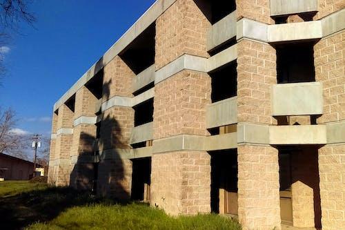 Fotos de stock gratuitas de cielo azul, edificio, solitario