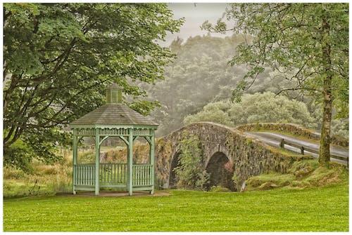 Gratis arkivbilde med bro, heiene, landskap, musikkpaviljongen