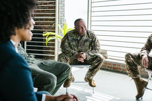 Photos gratuites de anciens combattants, armée américaine, attentif