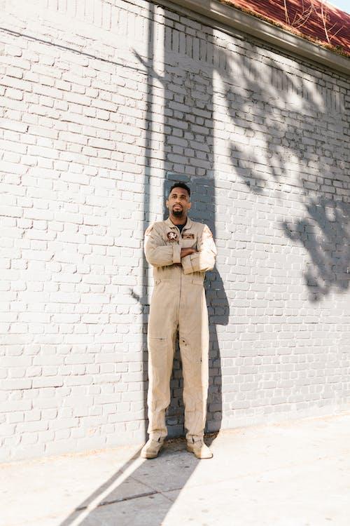 Gratis stockfoto met Afro-Amerikaans, amerikaans leger, bakstenen muur