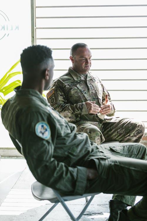 Foto stok gratis diskusi, duduk, kami angkatan laut