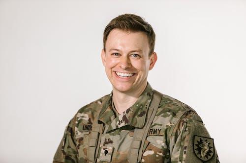 Darmowe zdjęcie z galerii z armia usa, białe tło, bohater