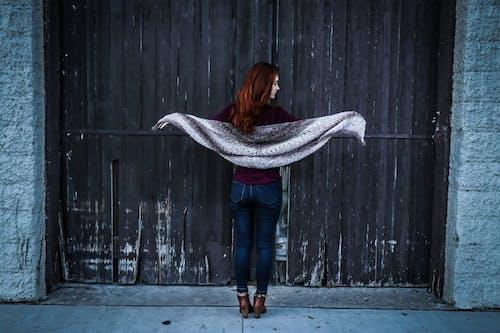 Immagine gratuita di abbandonato, architettura, blue jeans, cancello