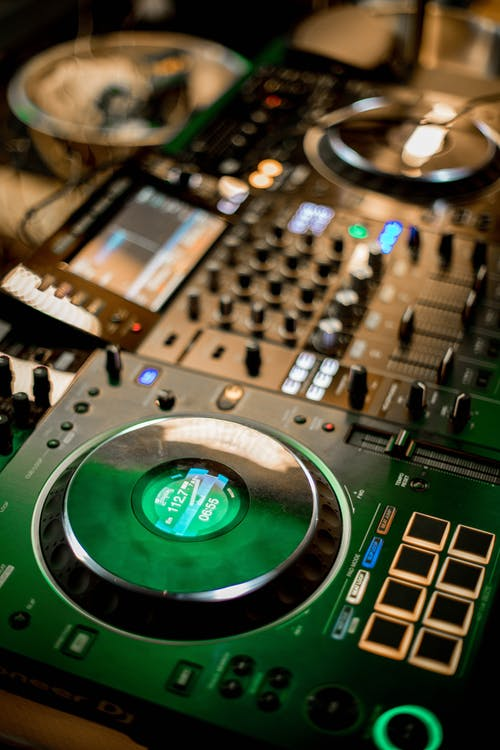DJ mixer with music console