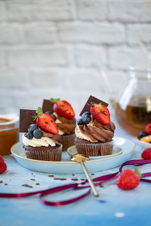 Chocolate cupcakes with berries and cream