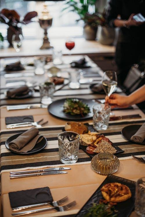 Gratis stockfoto met avondeten, bestek, binnen