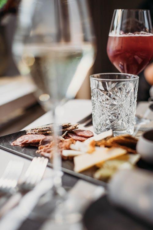 Gratis stockfoto met avondeten, bestek, bier