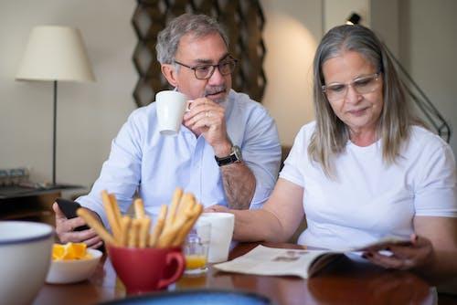 คลังภาพถ่ายฟรี ของ การมอง, คู่สามีภรรยาสูงอายุ, ที่บ้าน
