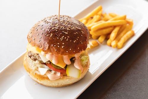 Ingyenes stockfotó burger, egészségtelen étel, élelmiszer-fotózás témában