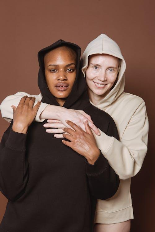 Kostenloses Stock Foto zu afroamerikaner-frau, angenehm, aussehen