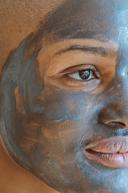 Kostenloses Stock Foto zu afroamerikaner-frau, antialterung, anwenden