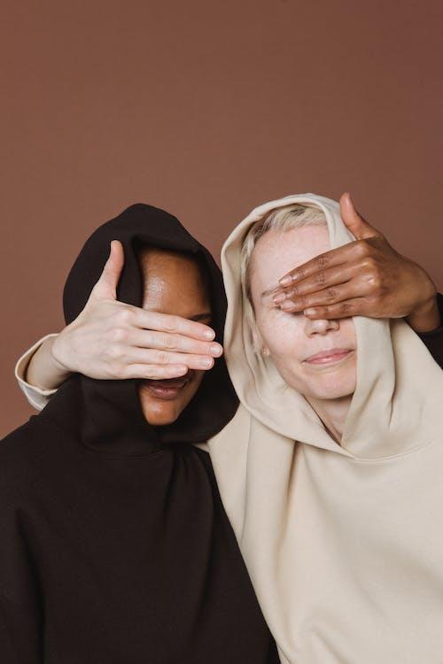 Gratis stockfoto met aanraken gezicht, Afro-Amerikaanse vrouw, anders