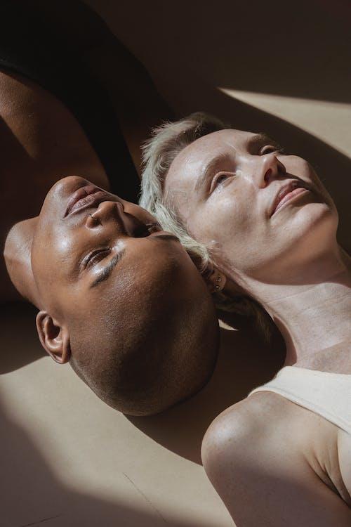 Darmowe zdjęcie z galerii z bezwłosy, bliski, blond