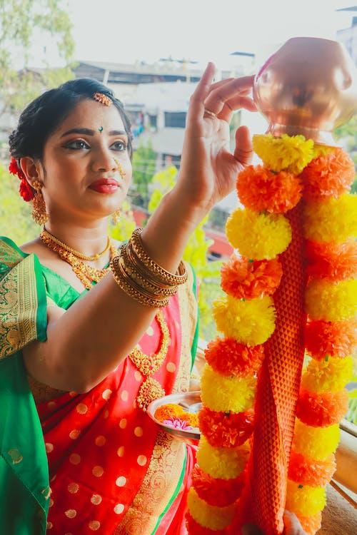 Бесплатное стоковое фото с #indianwomenportrait, indiancolours, indianfestival