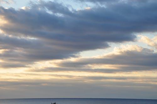 Foto d'estoc gratuïta de núvol fosc a l'alba