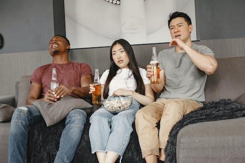 Immagine gratuita di adulto, amici, bevande