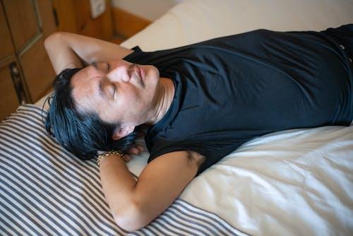 おとこ, ベッド, 寝かせるの無料の写真素材