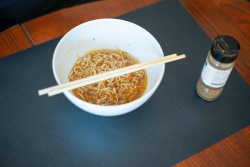 Photos gratuites de baguettes, bol, cuisine japonaise