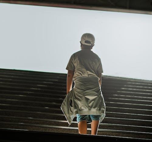 계단, 사람, 입다, 자켓의 무료 스톡 사진