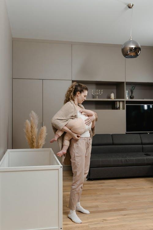 Darmowe zdjęcie z galerii z karmienie piersią, macierzyństwo, mama