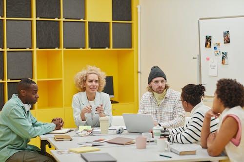Kostenloses Stock Foto zu brainstorming, büro, kooperation