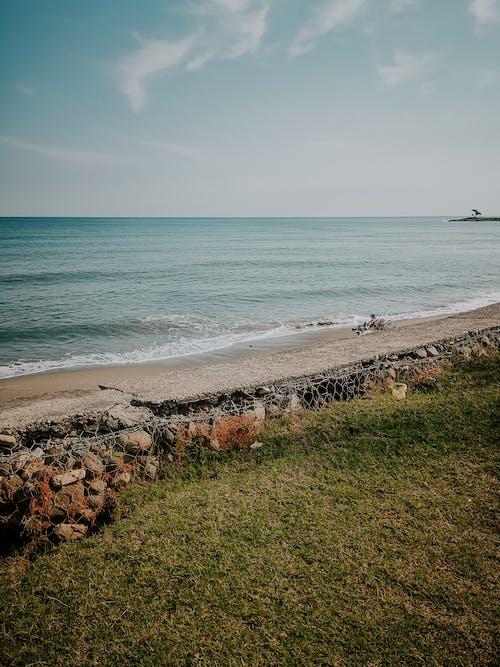 Crashing Waves on the Seashore