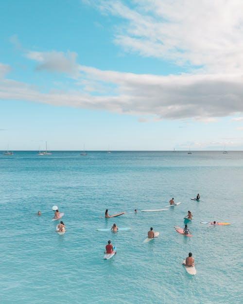 Immagine gratuita di cielo azzurro, fare surfboard, nuvole
