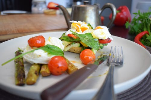 Egg and Vegetables on Toast with Asparagus and Tomatoes