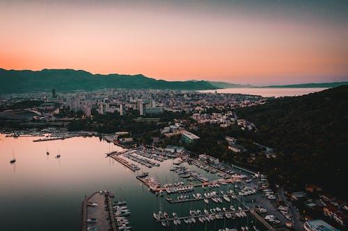 Gratis stockfoto met baai, berg uitzicht, boot