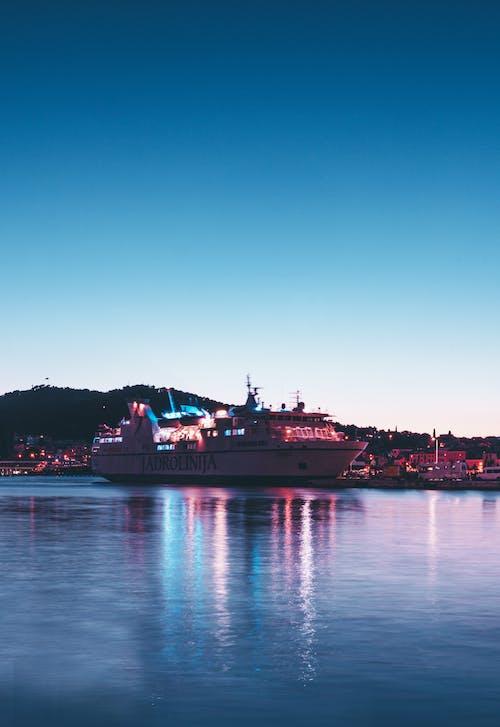 Gratis stockfoto met belicht, blauw water, boot