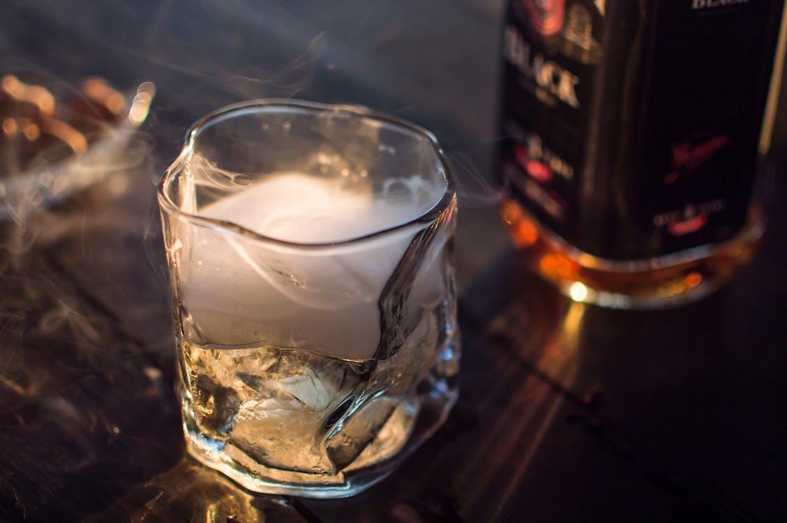 bevanda gassata, bourbon, dritto