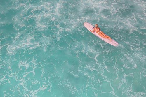 boş zaman, deniz, dinlenme içeren Ücretsiz stok fotoğraf