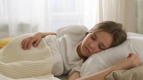 Fotos de stock gratuitas de acostado, almohada, dormido