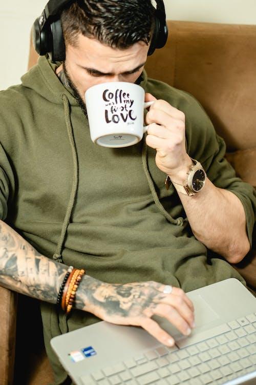 刺青的, 吸收, 喝咖啡 的 免費圖庫相片