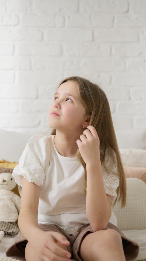 Immagine gratuita di bambino, caucasico, cercando