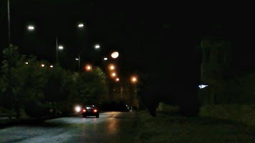 Ilmainen kuvapankkikuva tunnisteilla auto, katuvalot, kuu, nightshot