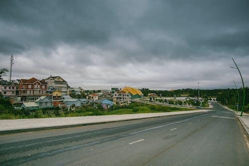 Fotobanka sbezplatnými fotkami na tému architektúra, asfalt, auto, budovy